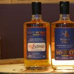 Belartisan single cask whisky i.s.m. The Owl Distillery flessen voor en achter